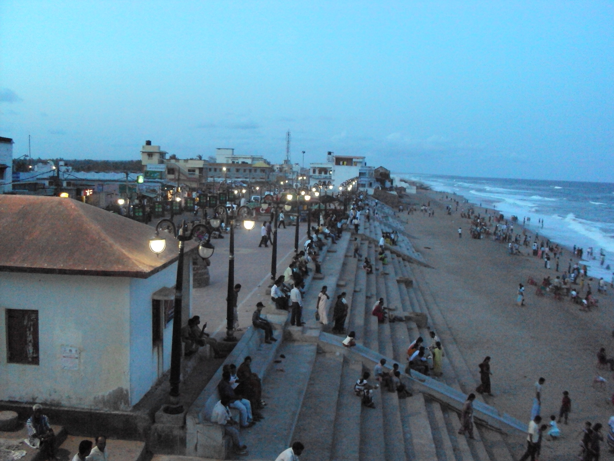 Gopalpur_busy_beach
