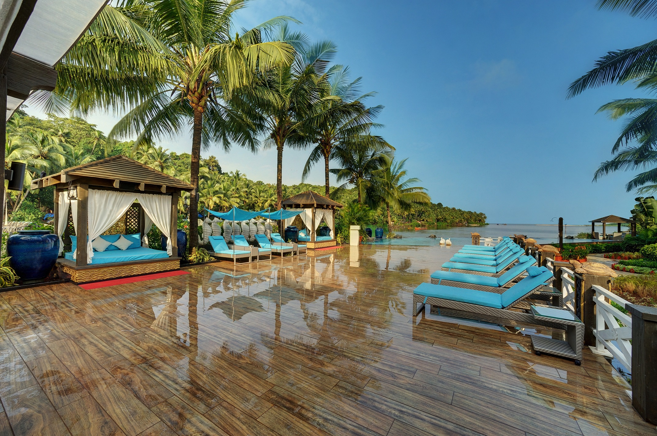 Beach hotels resorts in india for Motel luxury