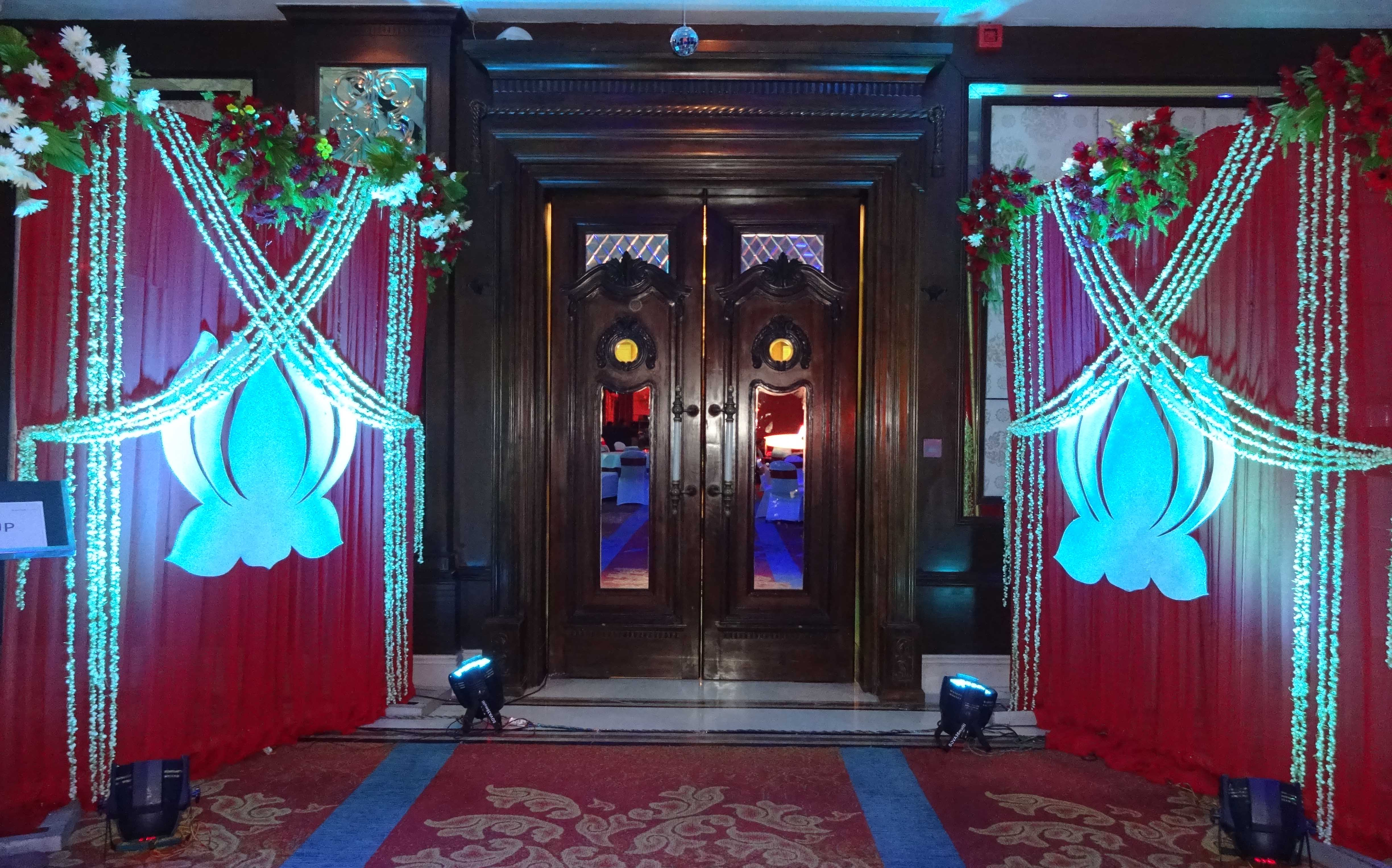 Banquet-Entrace-Decor
