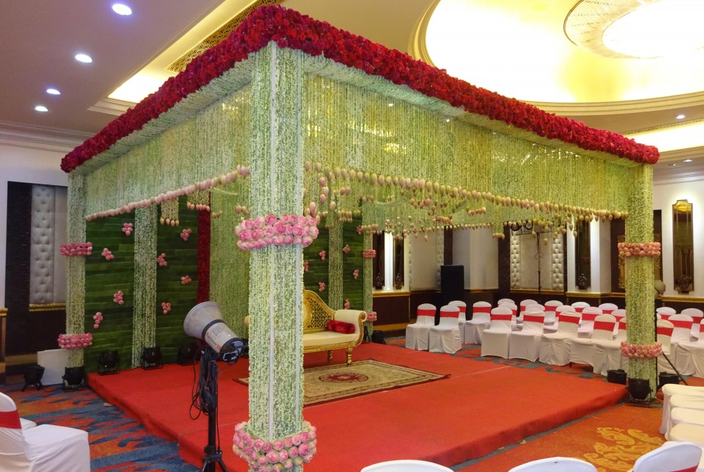 Wedding-Mandap-Decor-at-Mayfair